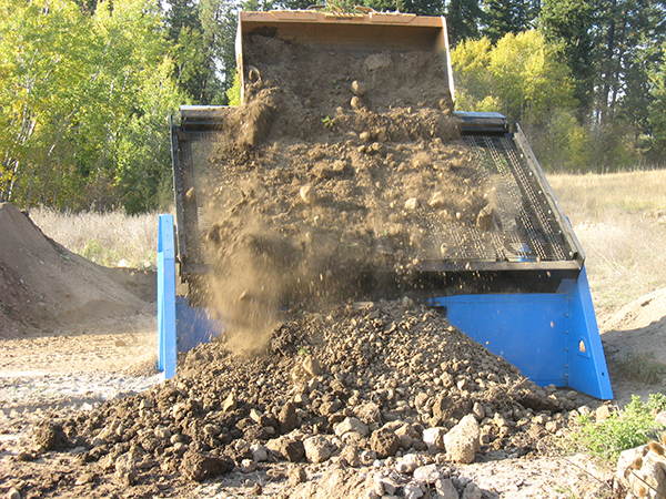 Topsoil screeners for tractors loaders and backhoes omh for Topsoil screener